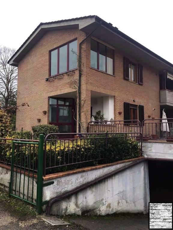 Appartamento in buone condizioni in vendita Rif. 7826346