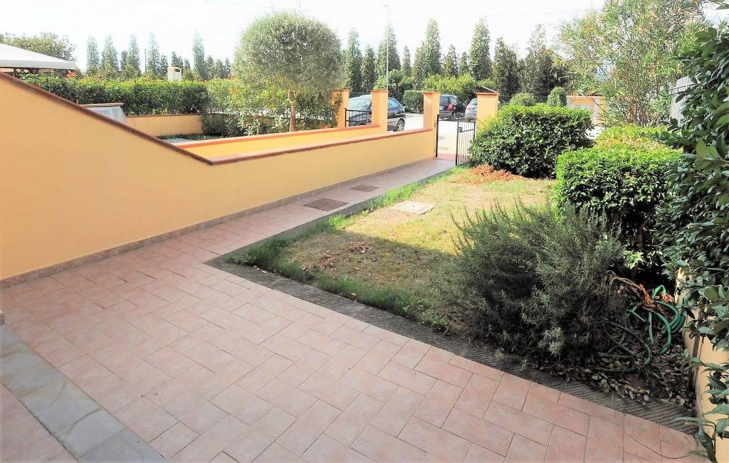 Appartamento in buone condizioni parzialmente arredato in vendita Rif. 7809355