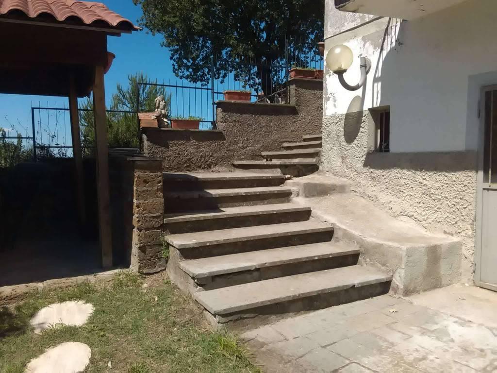 Appartamento in vendita a Vetralla, 6 locali, prezzo € 100.000 | CambioCasa.it