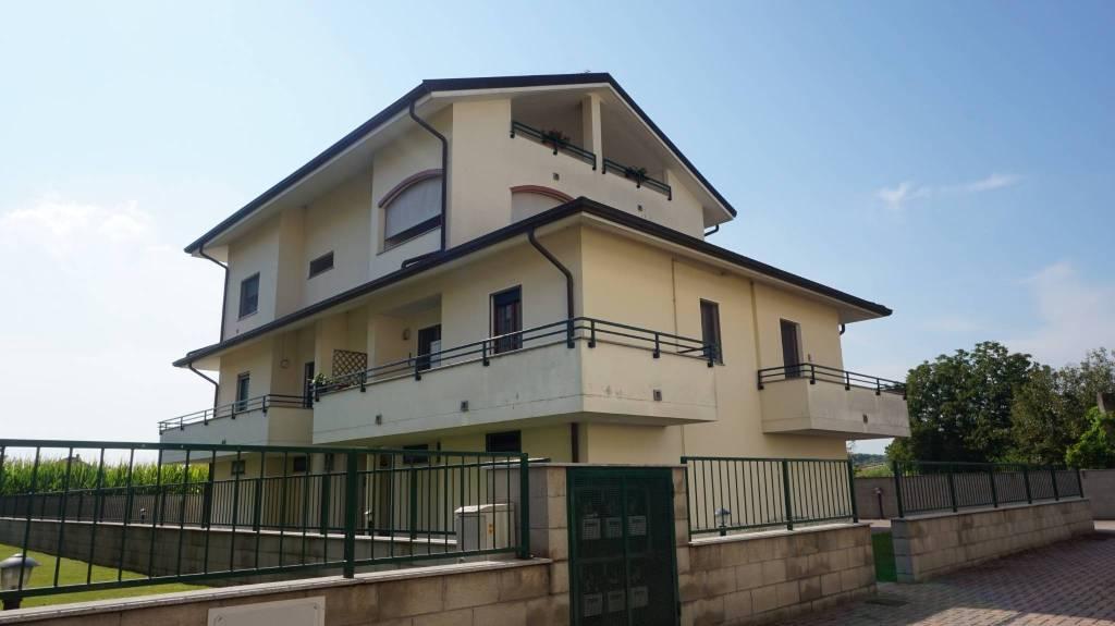 Appartamento in ottime condizioni in vendita Rif. 7832494
