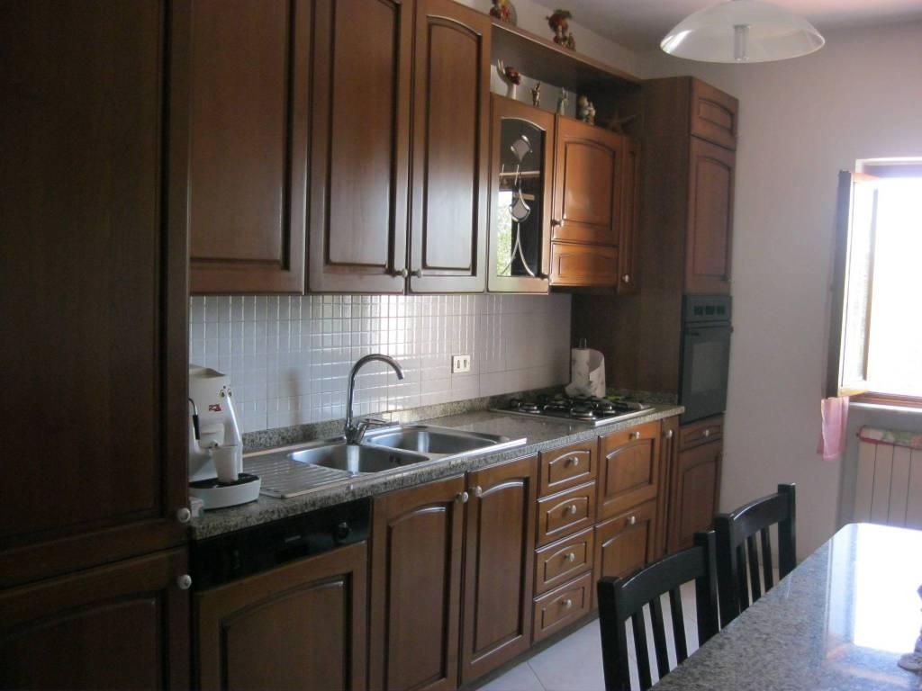 Appartamento in buone condizioni in vendita Rif. 7836541