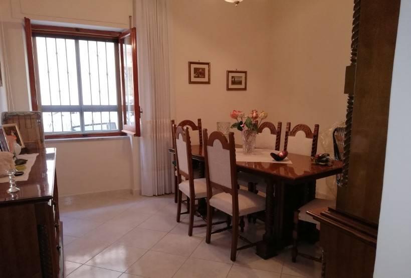 Appartamento quadrilocale in vendita a Crotone (KR)