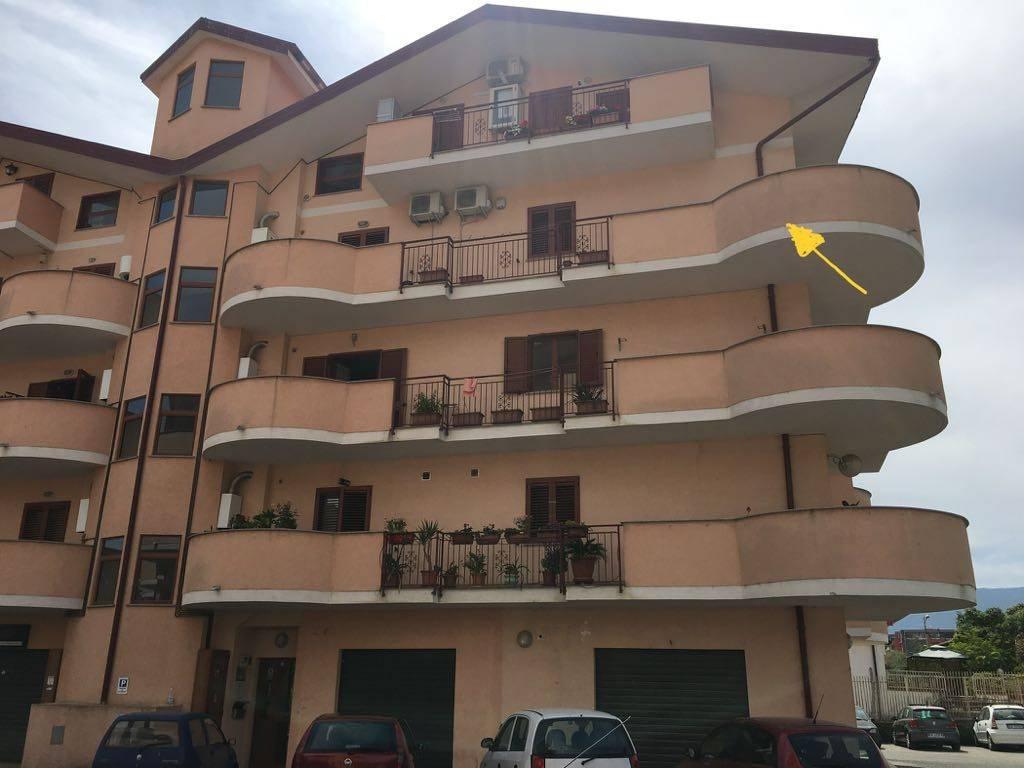 Appartamento in buone condizioni in vendita Rif. 9151177