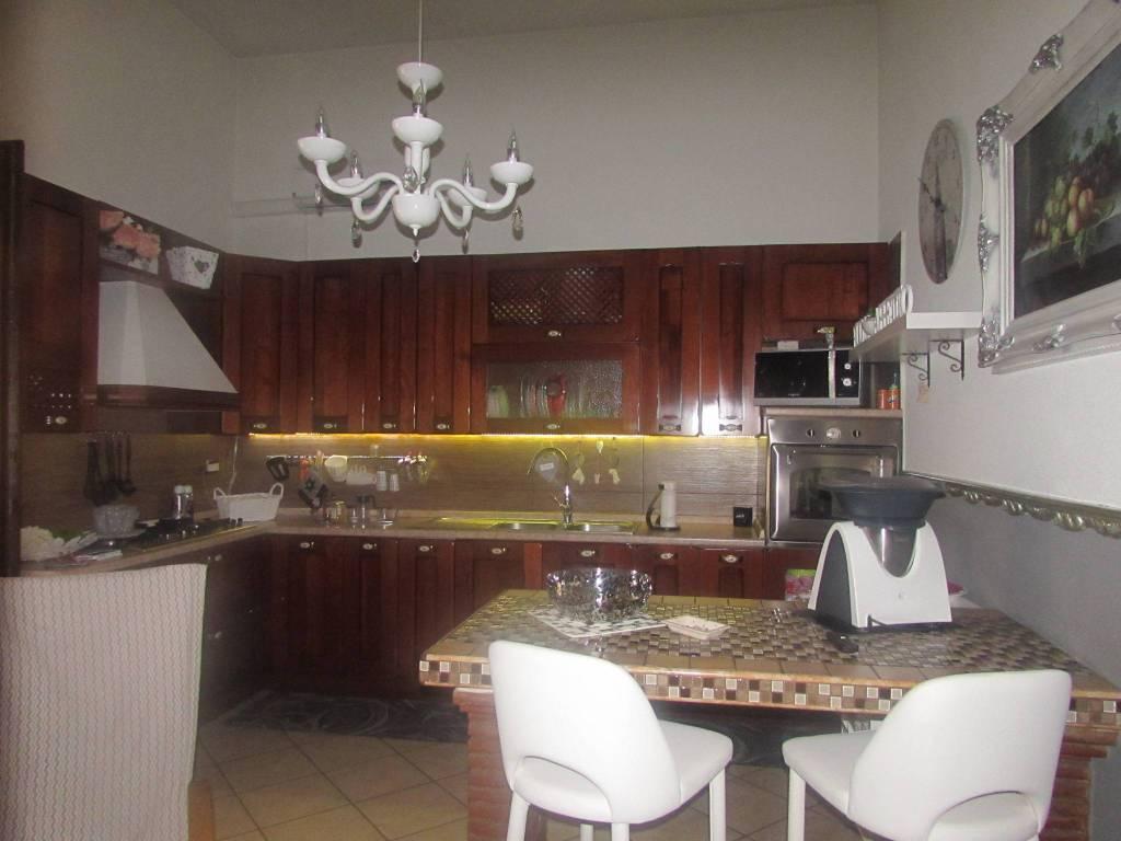 Appartamento in ottime condizioni in vendita Rif. 8413698