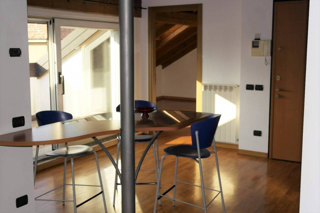 Appartamento in ottime condizioni parzialmente arredato in vendita Rif. 7807338