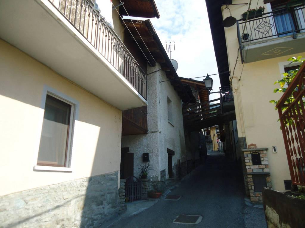 Appartamento in buone condizioni arredato in vendita Rif. 7619779