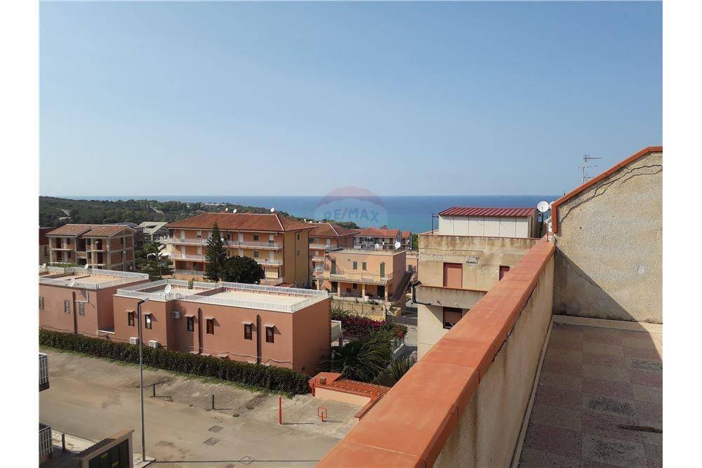 Monolocale con terrazzo e vista mare