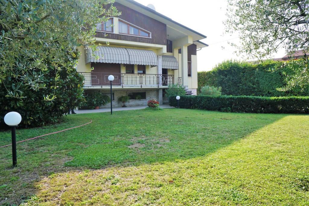 Villa in buone condizioni in vendita Rif. 7832179