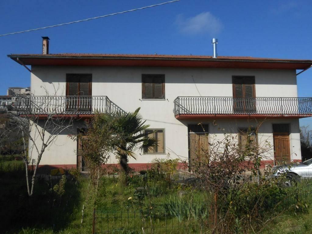 Villa in buone condizioni in vendita Rif. 7875888