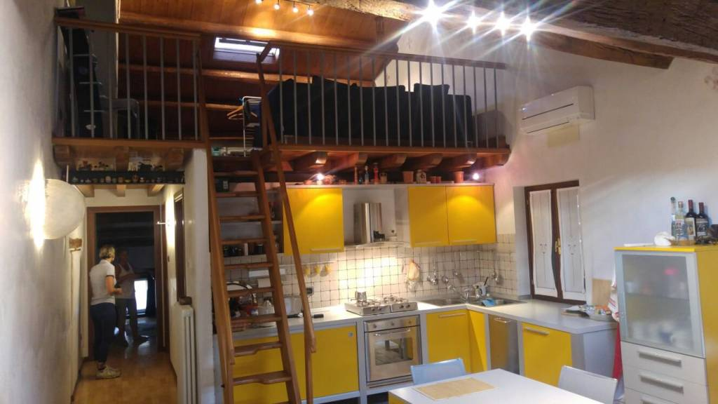 Appartamento in ottime condizioni in vendita Rif. 9142150