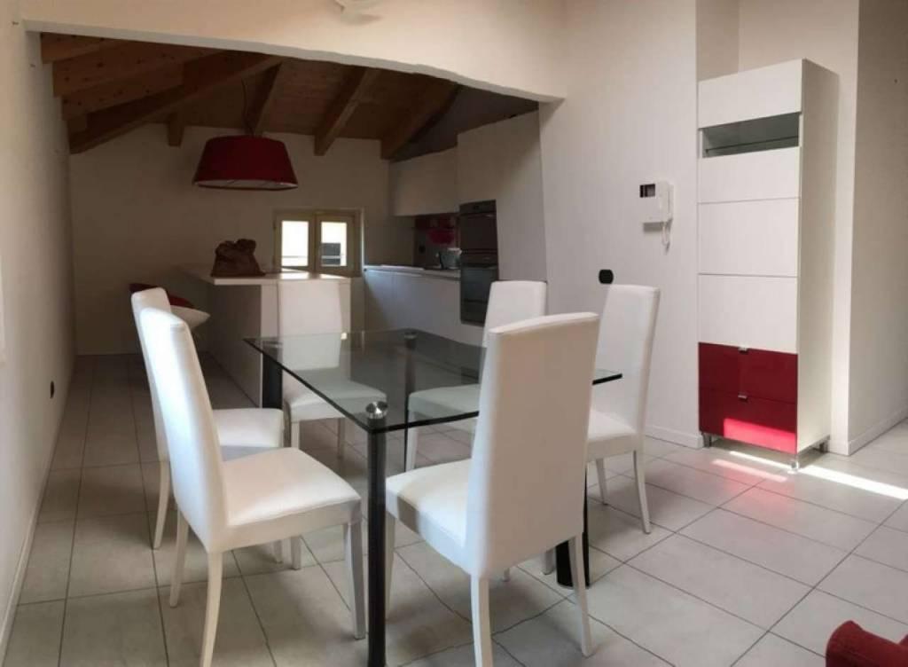 Appartamento in ottime condizioni in vendita Rif. 9317646