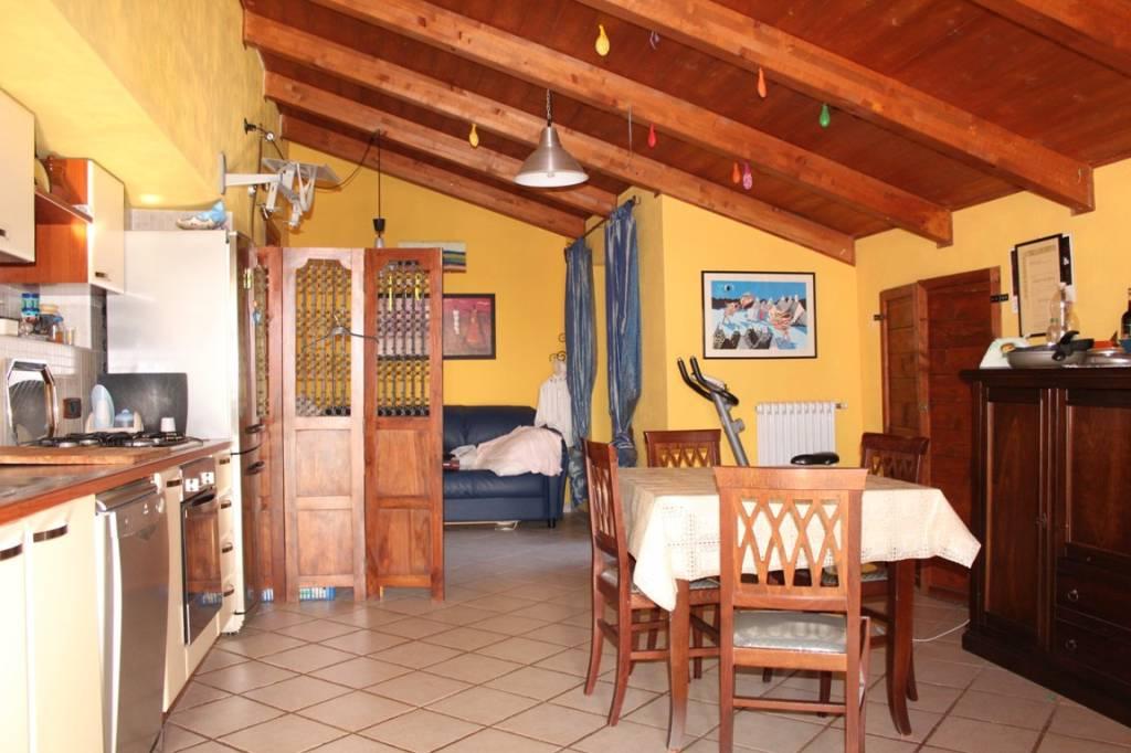 Attico / Mansarda in ottime condizioni arredato in affitto Rif. 7848412