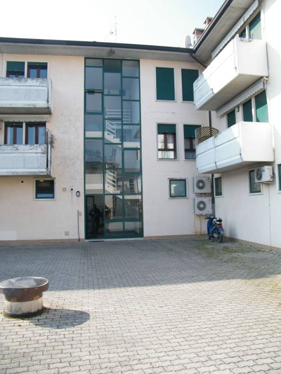 Appartamento in buone condizioni parzialmente arredato in vendita Rif. 7733173