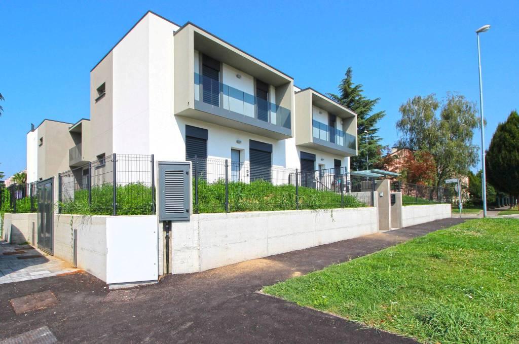 Villa in vendita a Rovellasca, 3 locali, prezzo € 245.000 | CambioCasa.it