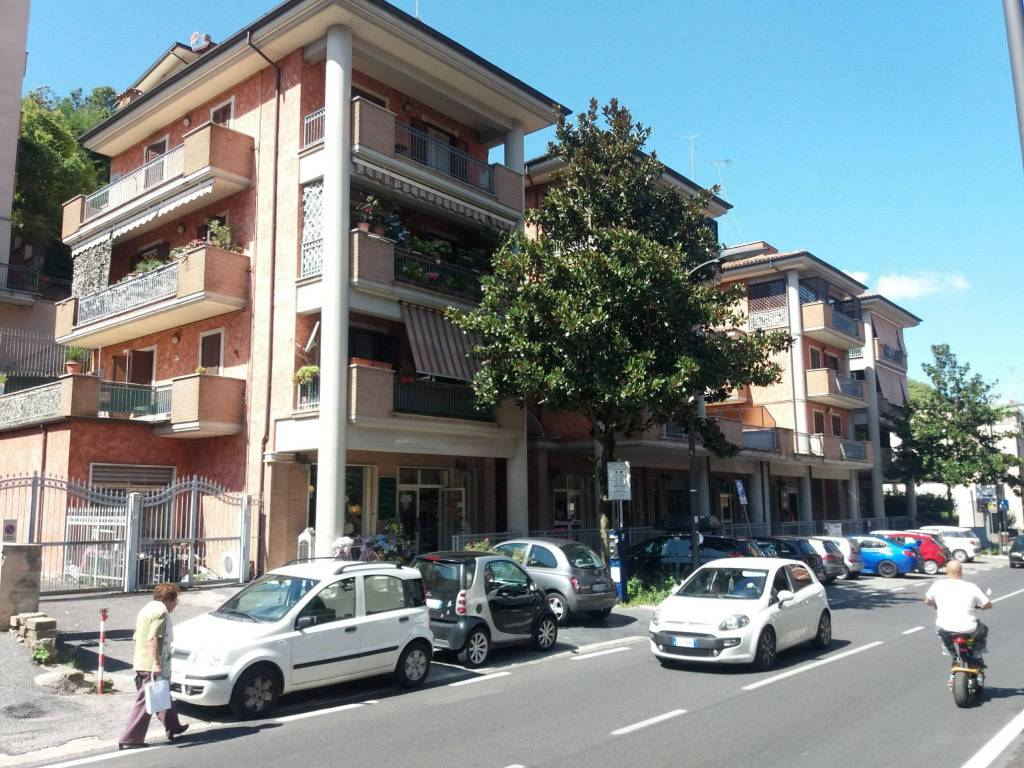 Appartamento in buone condizioni arredato in affitto Rif. 7850176