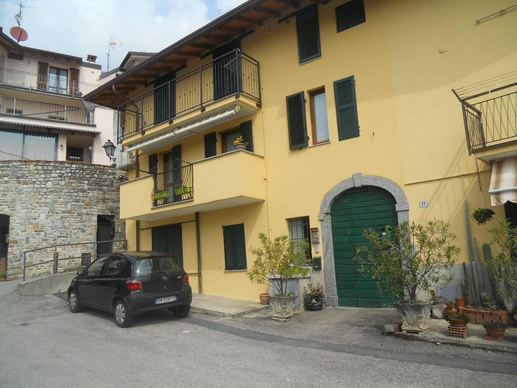 Appartamento in ottime condizioni parzialmente arredato in vendita Rif. 7848287