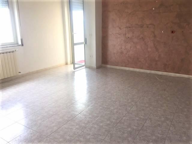 Appartamento in buone condizioni in affitto Rif. 7850263