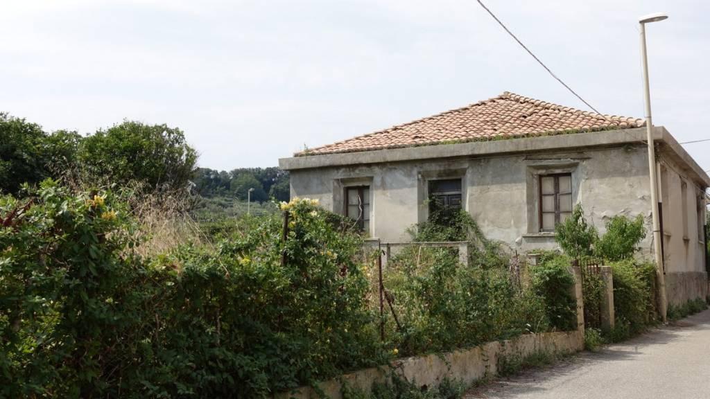 Rustico / Casale da ristrutturare in vendita Rif. 7844636