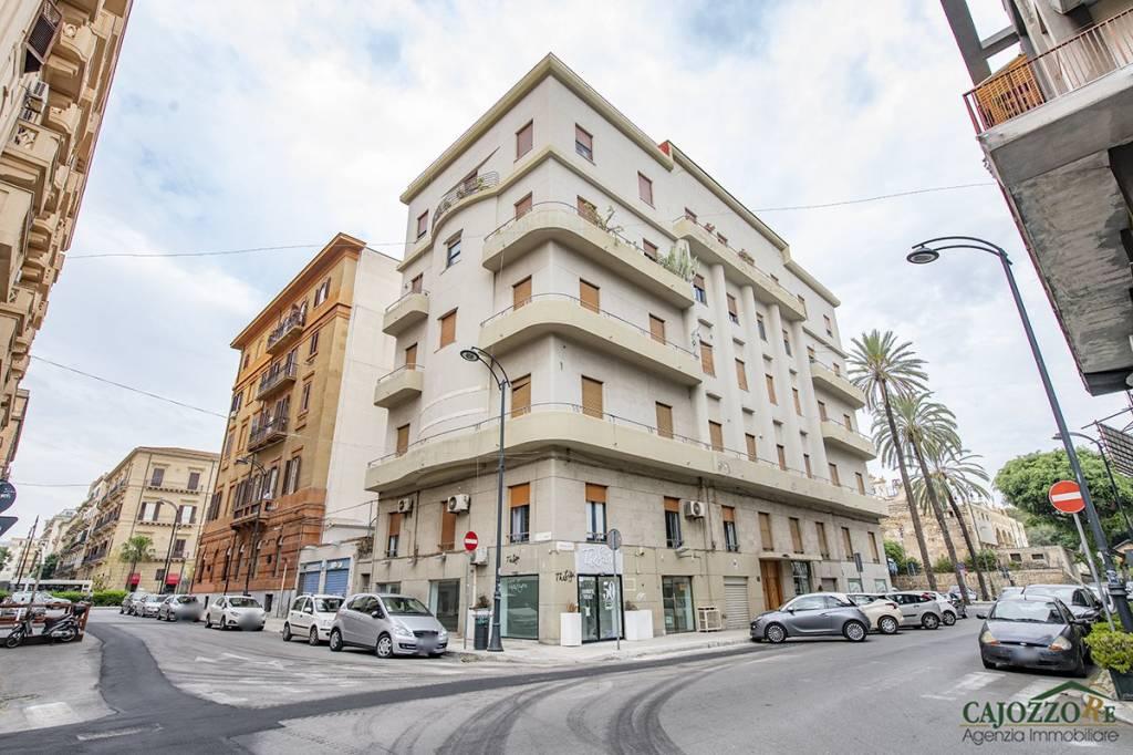 Via Manin-Piazza Croci-Negozio 2 vetrine 30mq Rif. 9303792