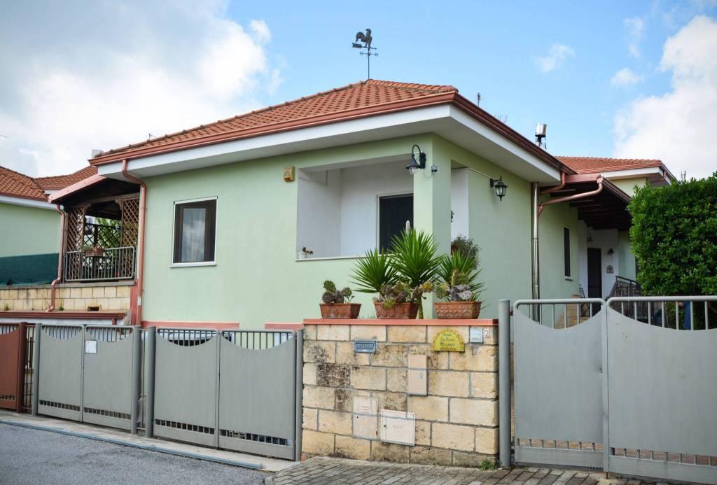 Villa in ottime condizioni in vendita Rif. 7849595