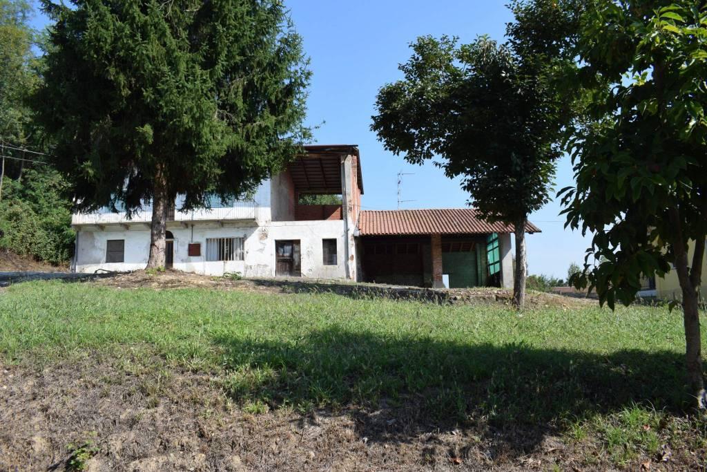 Rustico / Casale da ristrutturare in vendita Rif. 9226250