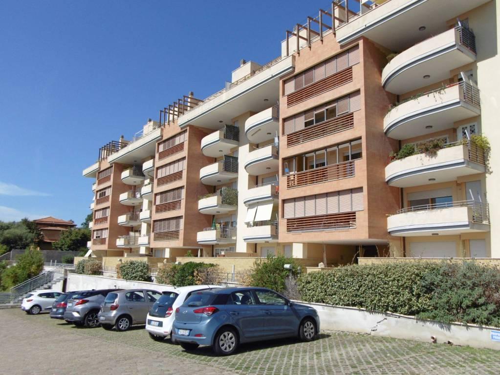 Appartamento in ottime condizioni parzialmente arredato in affitto Rif. 7847760