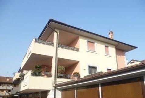 Appartamento in buone condizioni in vendita Rif. 7907831