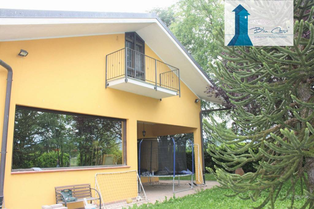 Villa in ottime condizioni parzialmente arredato in vendita Rif. 7849728