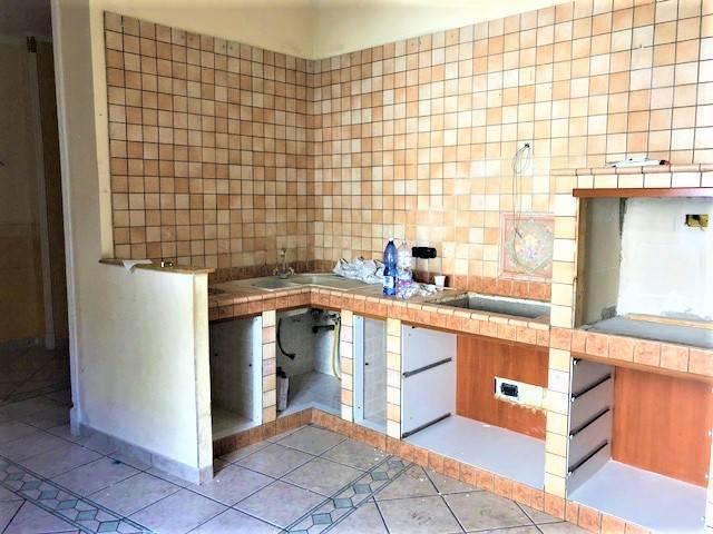 Appartamento in buone condizioni in affitto Rif. 7850269