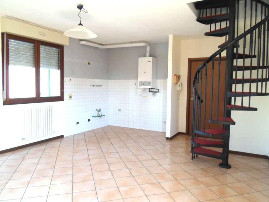 Appartamento in buone condizioni in vendita Rif. 7772510