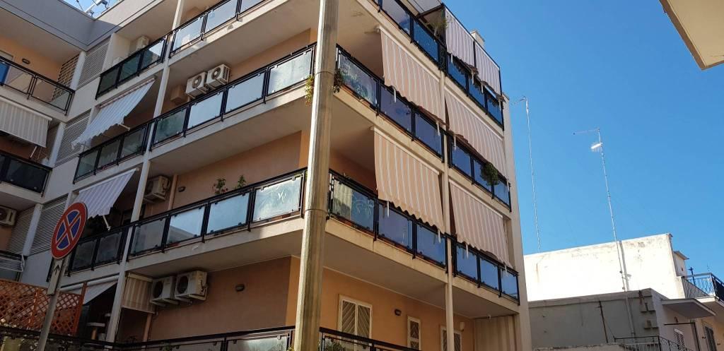 Appartamento in buone condizioni in affitto Rif. 8031375