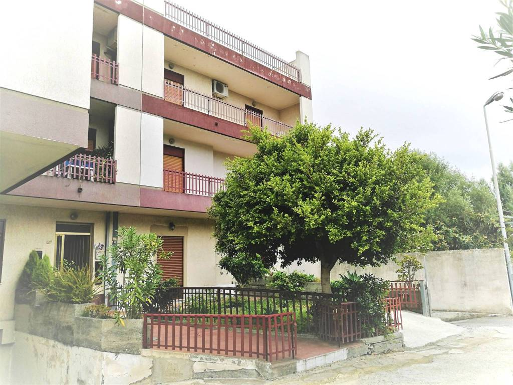 Appartamento in buone condizioni in vendita Rif. 7845307