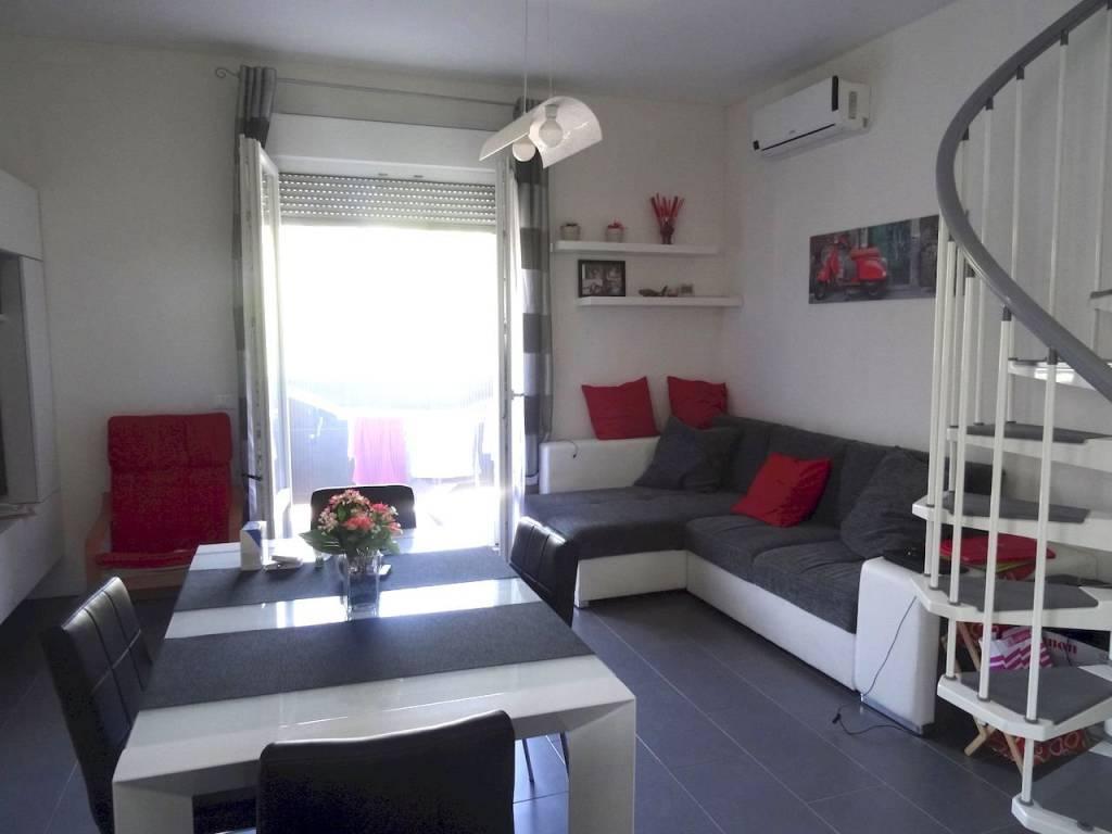 Appartamento in ottime condizioni arredato in vendita Rif. 7861580