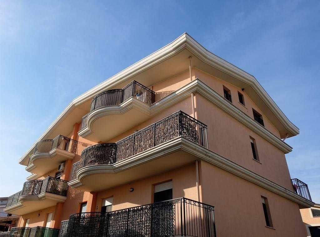 Appartamento in ottime condizioni in vendita Rif. 7860725