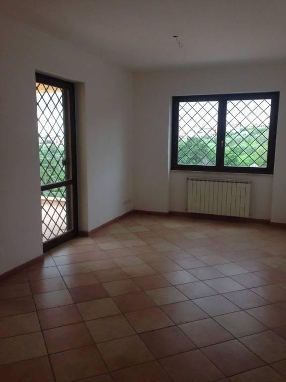 Appartamento in ottime condizioni parzialmente arredato in affitto Rif. 7859599