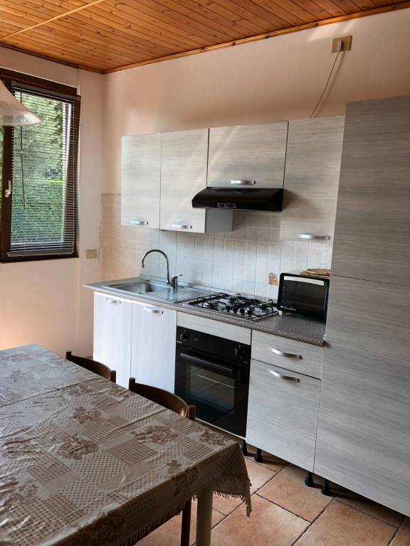 Appartamento in ottime condizioni arredato in affitto Rif. 7857992