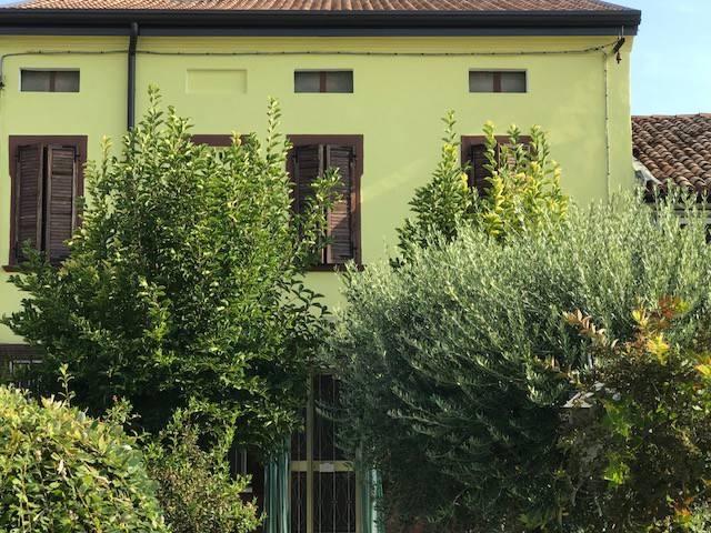 Villetta a schiera in buone condizioni parzialmente arredato in vendita Rif. 7860326