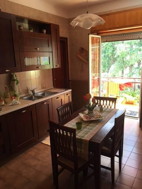 Appartamento in buone condizioni parzialmente arredato in vendita Rif. 7858666