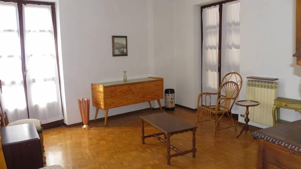 Appartamento in buone condizioni parzialmente arredato in affitto Rif. 7858036