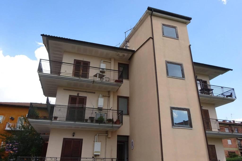 Appartamento in ottime condizioni arredato in vendita Rif. 7451440