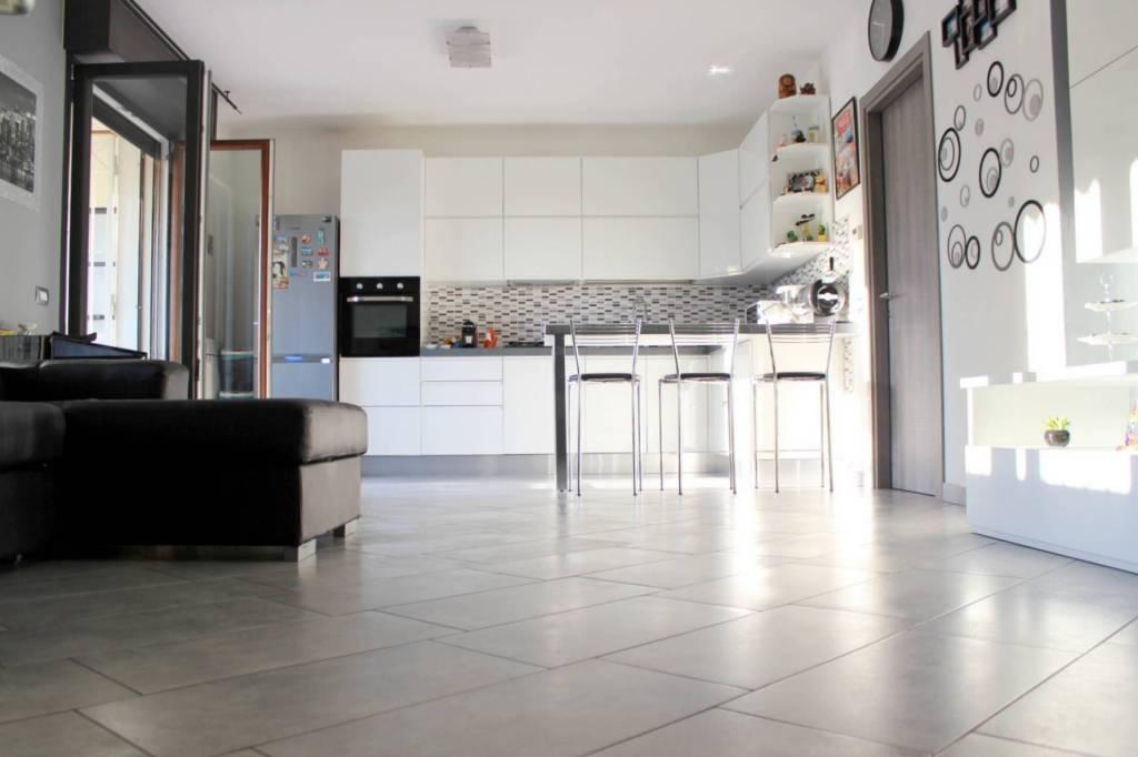 Appartamento in ottime condizioni in vendita Rif. 7860380