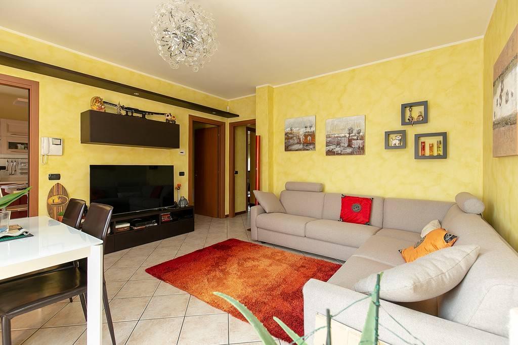 Appartamento in ottime condizioni parzialmente arredato in vendita Rif. 7856608