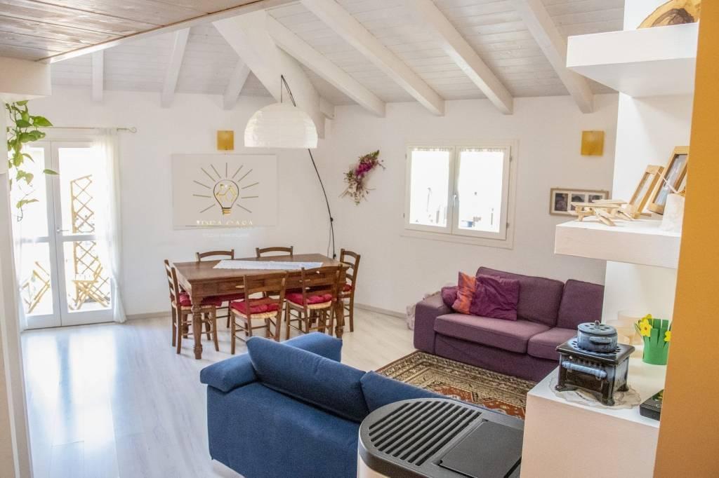 Appartamento in ottime condizioni in vendita Rif. 7857134