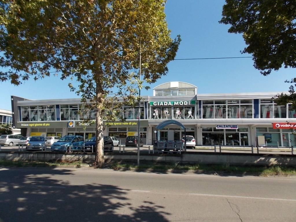 Vignola centro commerciale negozio mq.750 a reddito Rif. 7858143