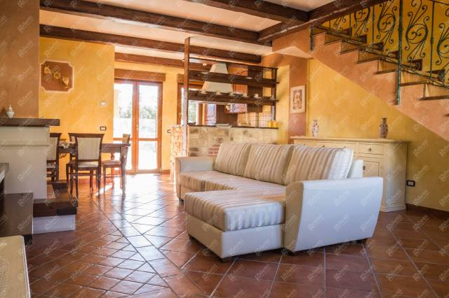 Appartamento 5 locali in vendita a Castel di Sangro (AQ)