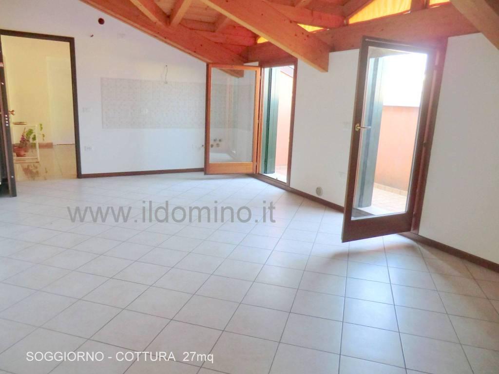 Appartamento in ottime condizioni in vendita Rif. 7859190