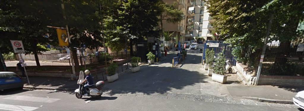 Appartamento in vendita 4 vani 150 mq.  via Gabriele Jannelli Napoli