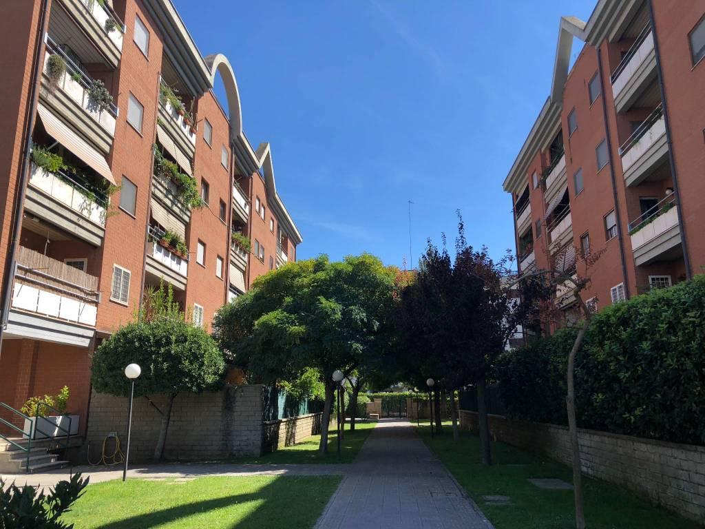 Appartamento in buone condizioni in vendita Rif. 8913554