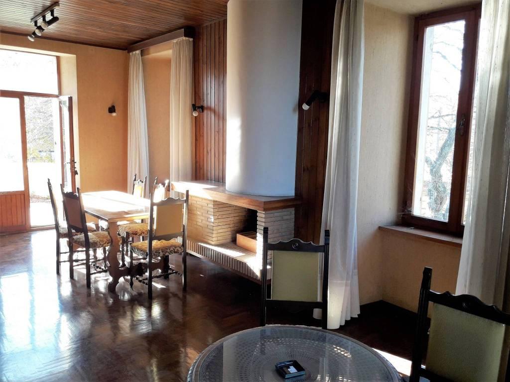 Appartamento in buone condizioni parzialmente arredato in vendita Rif. 7857950