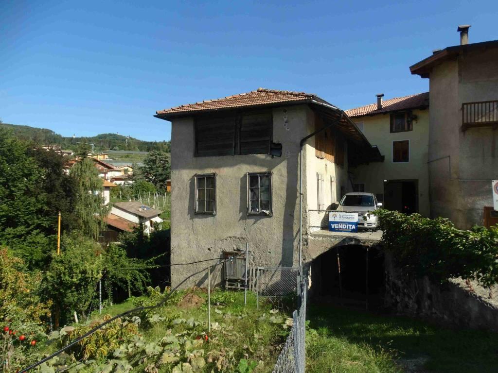Rustico / Casale da ristrutturare in vendita Rif. 7860053